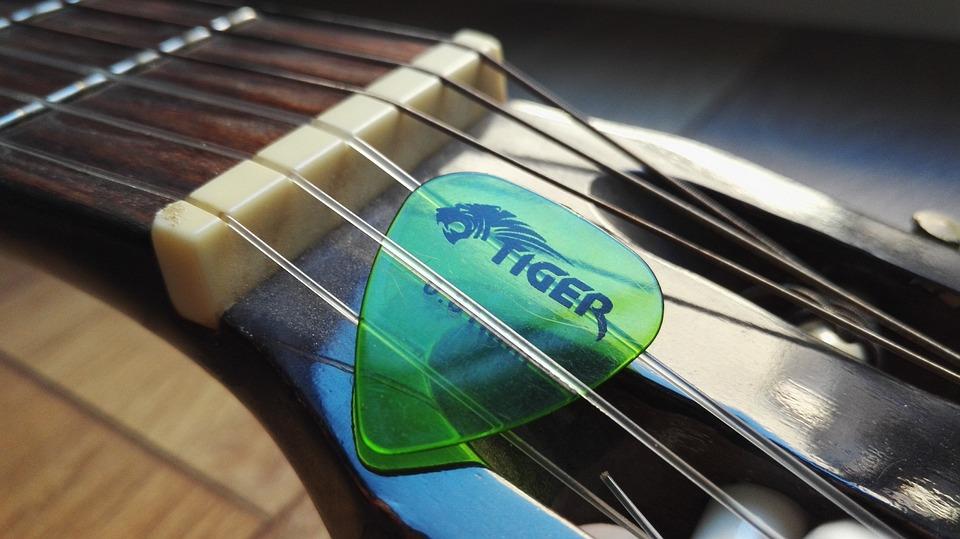 ギターの弾き方【ストローク奏法のコツ】
